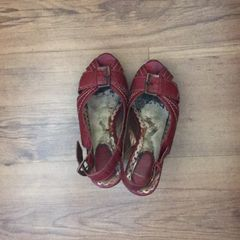 a87cdbf364 sandália vermelha arte