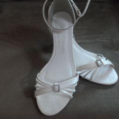 d104336db6 sandália salto baixo - noivas