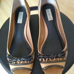 aca8dae789 sapato em couro cru, shoestock, com detalhes em vinil preto