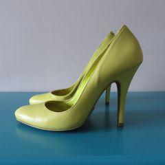 a6e209bf0d scarpin verde neon schutz bico redondo