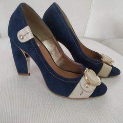7f72e5a4a sapato maravilhoso de camurça azul marinho e bege, linda fivela dourada sob  couro bege