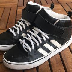 9740a61db12 Tenis Adidas Originals - Encontre mais belezas mil no site  enjoei ...