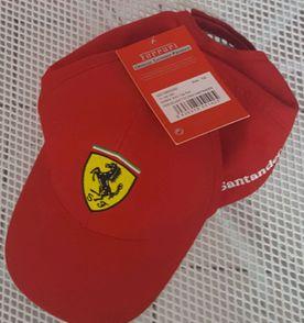 Bone Da Ferrari - Encontre mais belezas mil no site  enjoei.com.br ... 01b89361c18