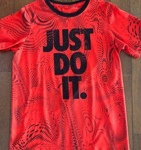 Roupas Da Nike - Encontre mais belezas mil no site  enjoei.com.br ... 50e08e9fd418b