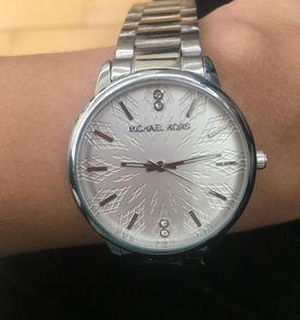 48013097291 relógio feminino mk analógico prata strass