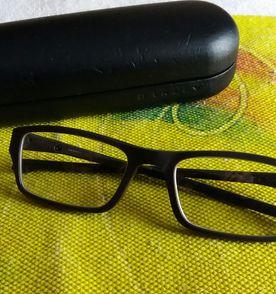 Oculos Infantil - Encontre mais belezas mil no site  enjoei.com.br ... c7fde9804e