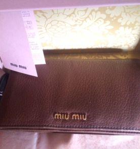 a9632a6a95947 Carteira Miu Miu - Encontre mais belezas mil no site  enjoei.com.br ...