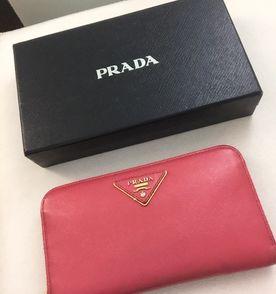 d801d7d5da29b Carteira Couro Prada - Encontre mais belezas mil no site  enjoei.com ...