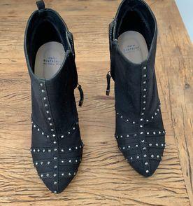 Bota Com Spikes - Encontre mais belezas mil no site  enjoei.com.br ... cc6a1447abe