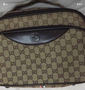Necessaire Gucci - Encontre mais belezas mil no site  enjoei.com.br ... b7f3351307