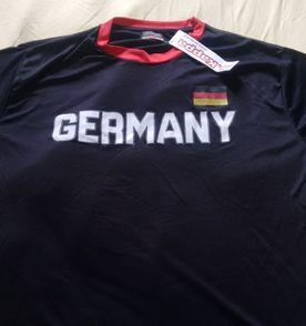 Camisa Alemanha - Encontre mais belezas mil no site  enjoei.com.br ... b624576f88788