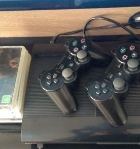 Playstation 3 - Encontre mais belezas mil no site  enjoei.com.br ... b7b8c4bc43b