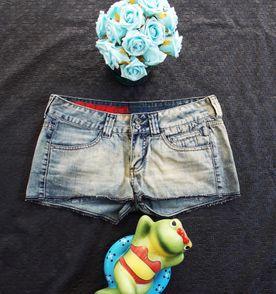 Shorts Jeans Rasgado Opera Rock - Encontre mais belezas mil no site ... 7800db6b2a8