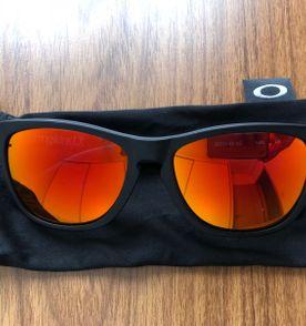 Oakley Frogskins - Encontre mais belezas mil no site  enjoei.com.br ... 2ba17531e0