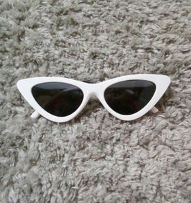 Oculos De Gatinhos - Encontre mais belezas mil no site  enjoei.com ... eaba4ae8e8