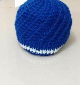 Boina Croche Azul - Encontre mais belezas mil no site  enjoei.com.br ... 6a9d6252997