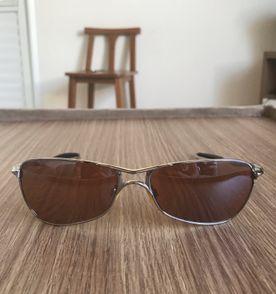 Oculos Oakley - Encontre mais belezas mil no site  enjoei.com.br ... 2f1ec914af