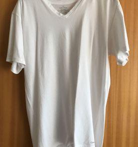 63e9e1646c646 Camiseta Gola V Calvin Klein - Tam. P   Camiseta Masculina Calvin ...