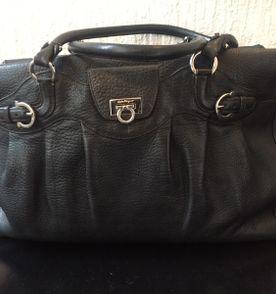 6c524586f3d72 Bolsa Salvatore Ferragamo Preta - Encontre mais belezas mil no site ...