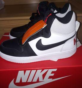 Tenis Nike Botinha - Encontre mais belezas mil no site  enjoei.com ... d5f648e64ce5c