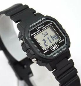 bf53854eba9 relógio casio digital pequeno novo e original vintage retrô la20wh1a leve