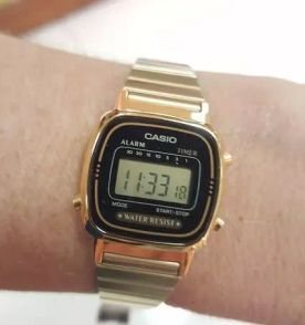 6afc0db29be relógio feminino casio novo e original - pequeno dourado e preto retrô  digital com garantia