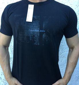 79c6f9403341b Calvin Klein Camiseta Masculina 2019 Nova ou Usada