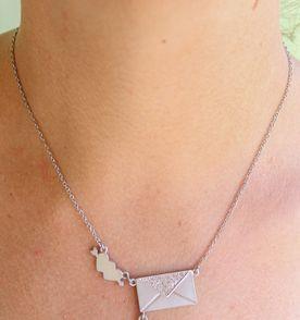 Colar Flecha - Encontre mais belezas mil no site  enjoei.com.br  7d0a7fee513