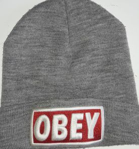 Toucas Obey - Encontre mais belezas mil no site  enjoei.com.br  c94fc1418c8