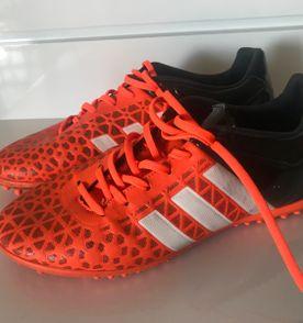 Chuteira Society Adidas - Encontre mais belezas mil no site  enjoei ... a70048c5e4cc4