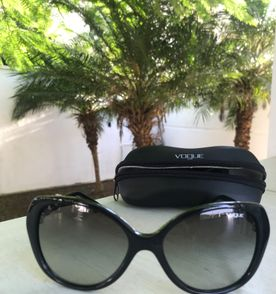 d4b695ec28054 Oculos Gatinho Vogue - Encontre mais belezas mil no site  enjoei.com ...