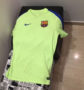Camisa Do Barcelona - Encontre mais belezas mil no site  enjoei.com ... a195041a23bc8