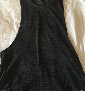 Blusa Da Oakley - Encontre mais belezas mil no site  enjoei.com.br ... 7c327f5dc4