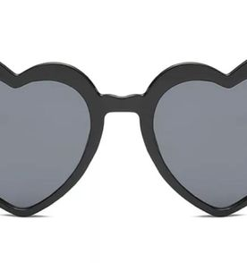 5ccc228091b02 Oculos De Coracao Preto - Encontre mais belezas mil no site  enjoei ...