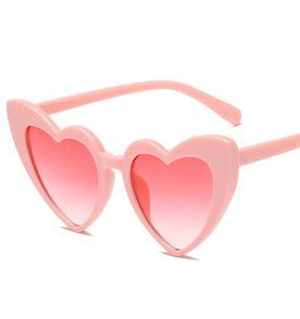 3c6644a9404e4 Oculos De Sol Coracao - Encontre mais belezas mil no site  enjoei ...
