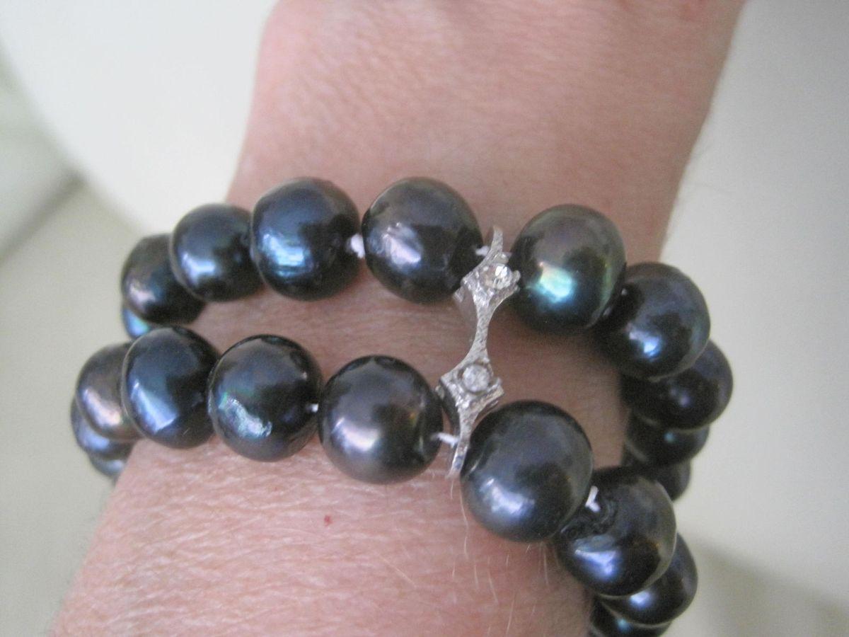 c34abe3f5f32b pulseira perolas negras - jóias tv shopping brasil.  Czm6ly9wag90b3muzw5qb2vplmnvbs5ici9wcm9kdwn0cy81mje2mc8xzmjhyjc0ownjodk1nwzhywq1ngzkzgzhnge1nmy1ms5qcgc  ...