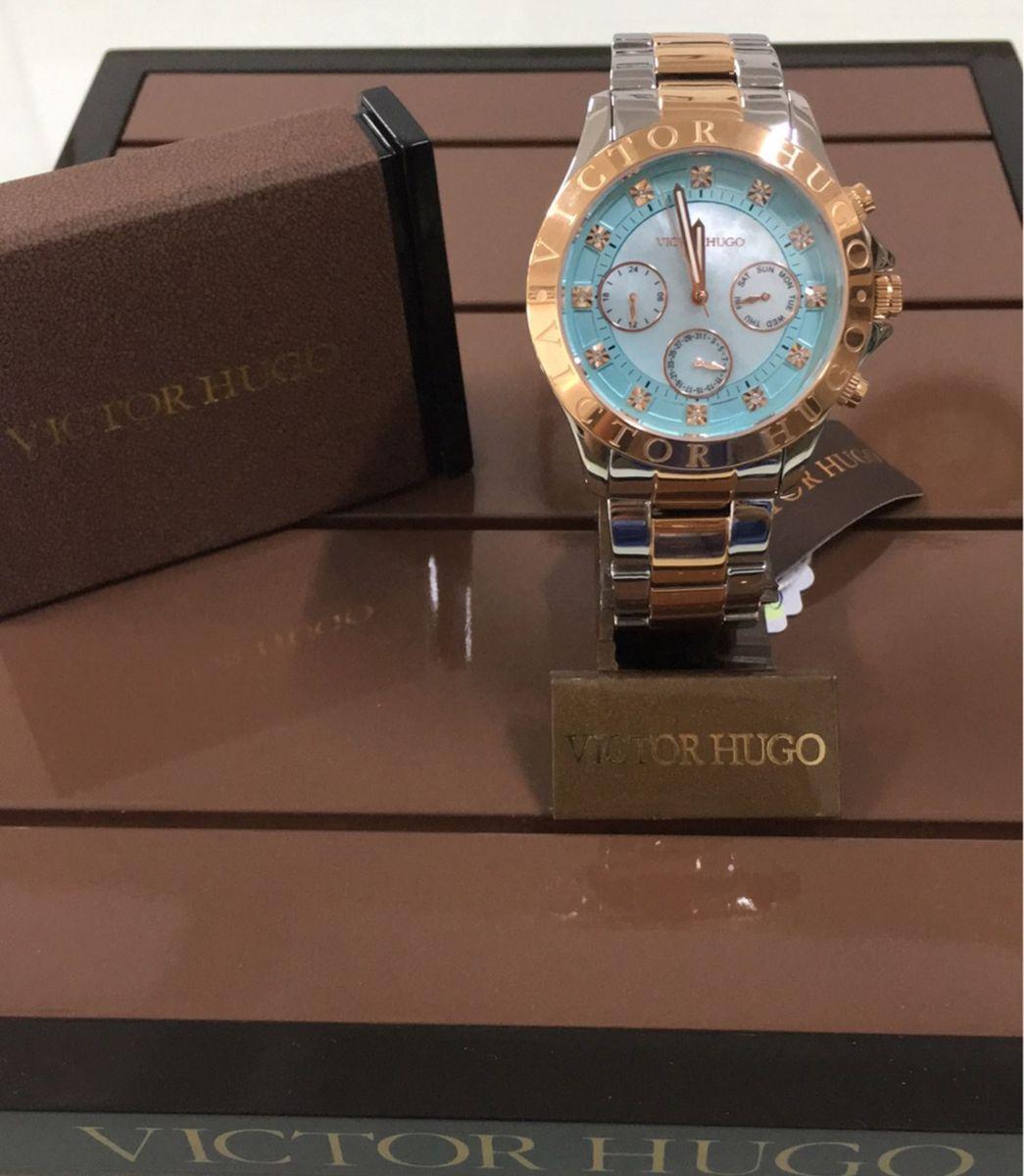df78deffbea relógio com detalhes rose - relógios victor hugo.  Czm6ly9wag90b3muzw5qb2vplmnvbs5ici9wcm9kdwn0cy85nta1mtm2l2fimtnhyznjngfjmtk0yjcyzji4mme4n2rjntdhzdmzlmpwzw  ...