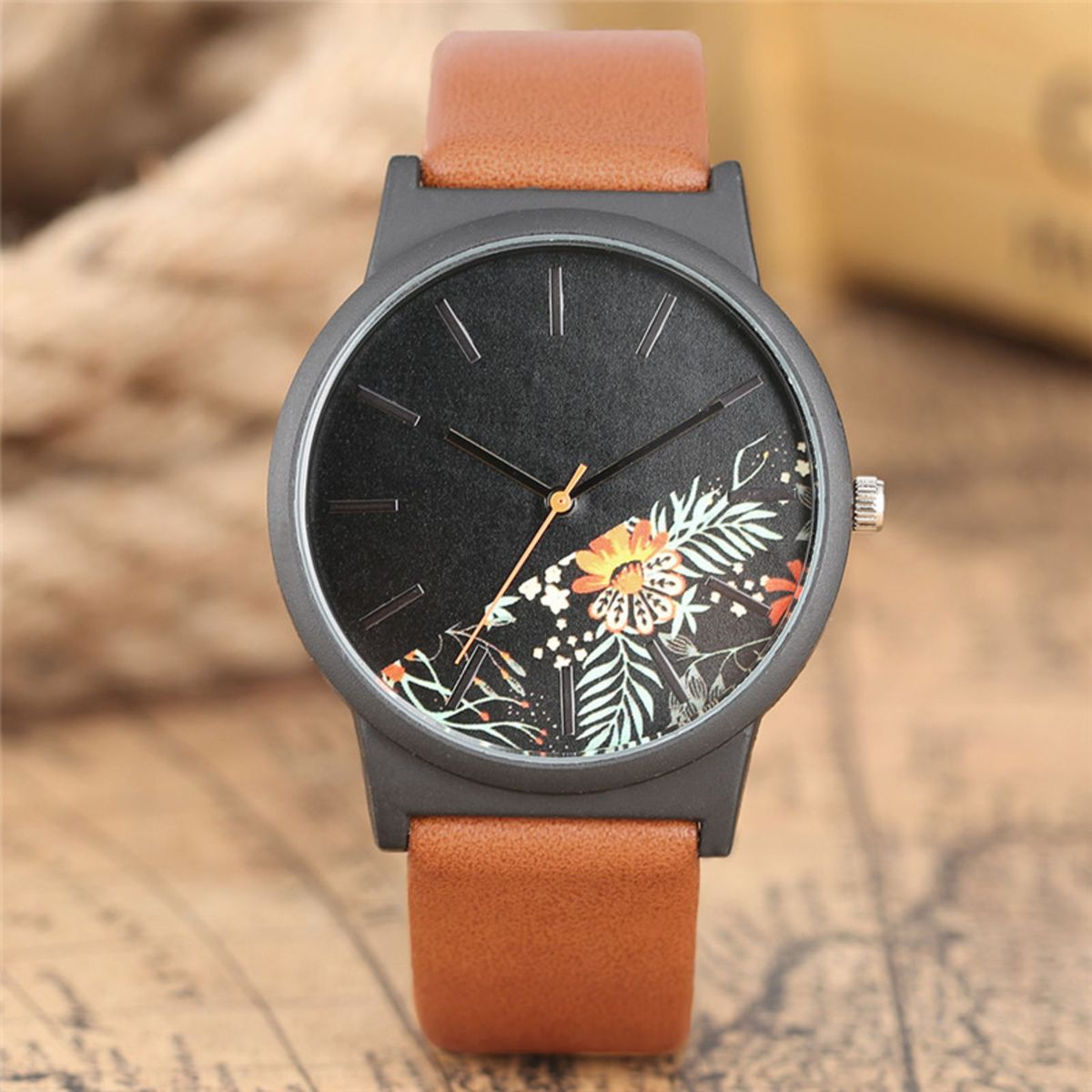 36826bfc315 Relógio de Pulso Analógico com Visor Estampado Floral   Folhagem - Caramelo