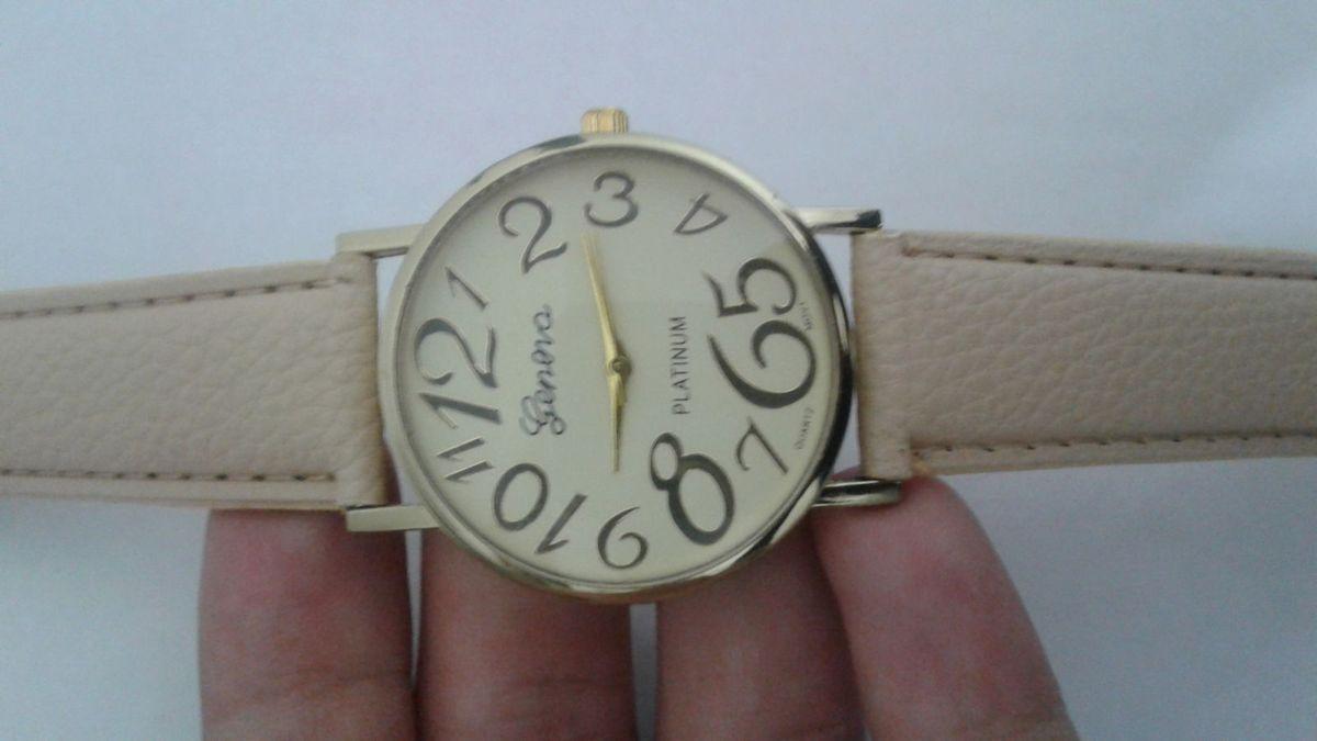 e1a0c34596b relógio feminino de pulso bege e dourado bonito barato top - relógios sem  marca