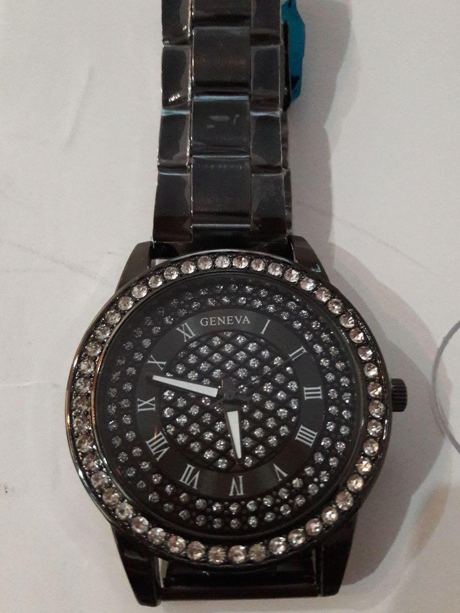 c3e8c95685c relógio geneva com strass - relógios geneva.  Czm6ly9wag90b3muzw5qb2vplmnvbs5ici9wcm9kdwn0cy81mzexmtuylzi4nwixyzizmwrmztjjyznmm2i1nte1m2zizdjiyzvmlmpwzw  ...