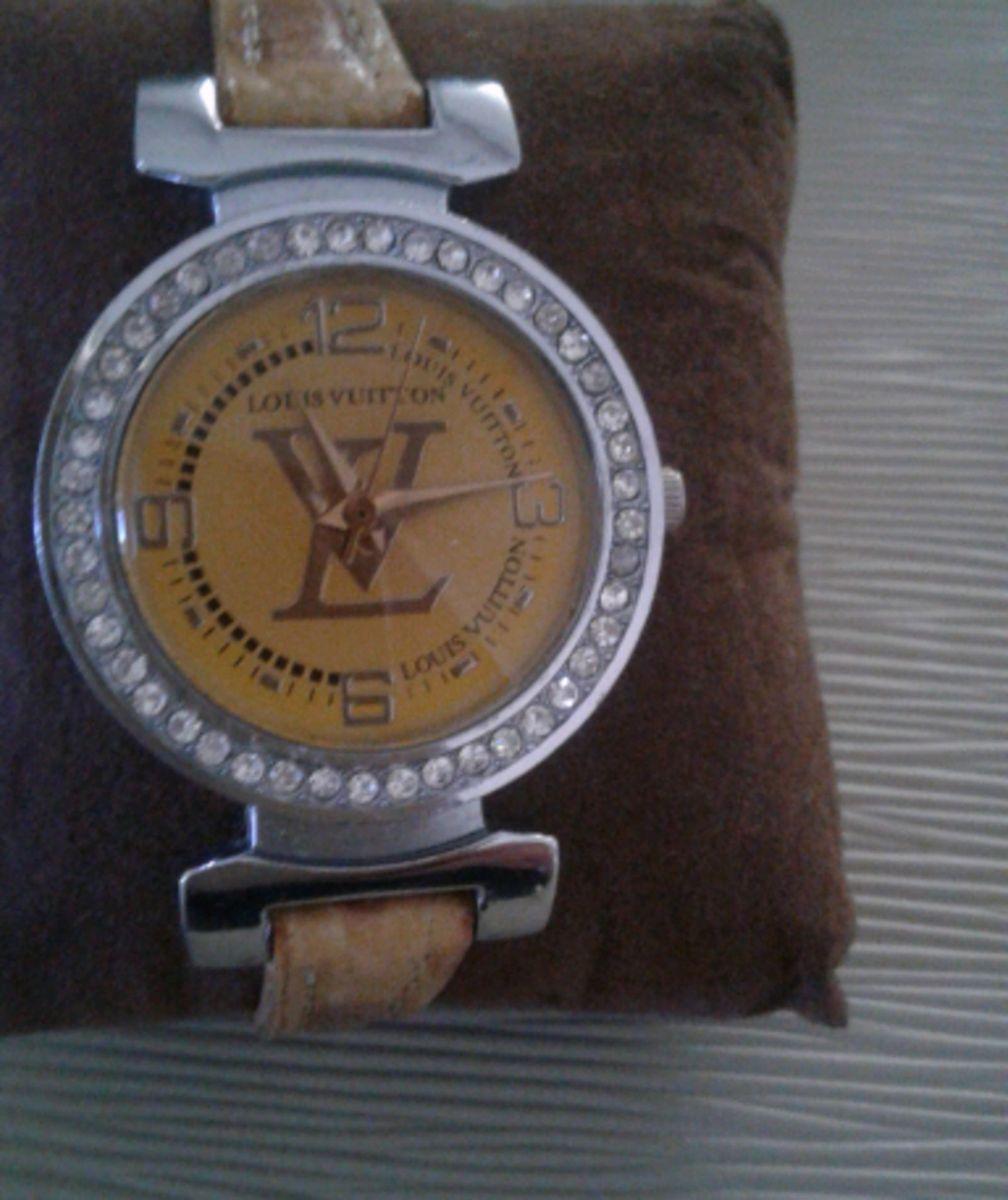 255adc31b34 relógio louis vuitton - relógios louis vuitton.  Czm6ly9wag90b3muzw5qb2vplmnvbs5ici9wcm9kdwn0cy85mzq1ntuvodlkyjdinjuxztdjmdrjogywyjgzywe0yjhmnjjizdquanbn  ...