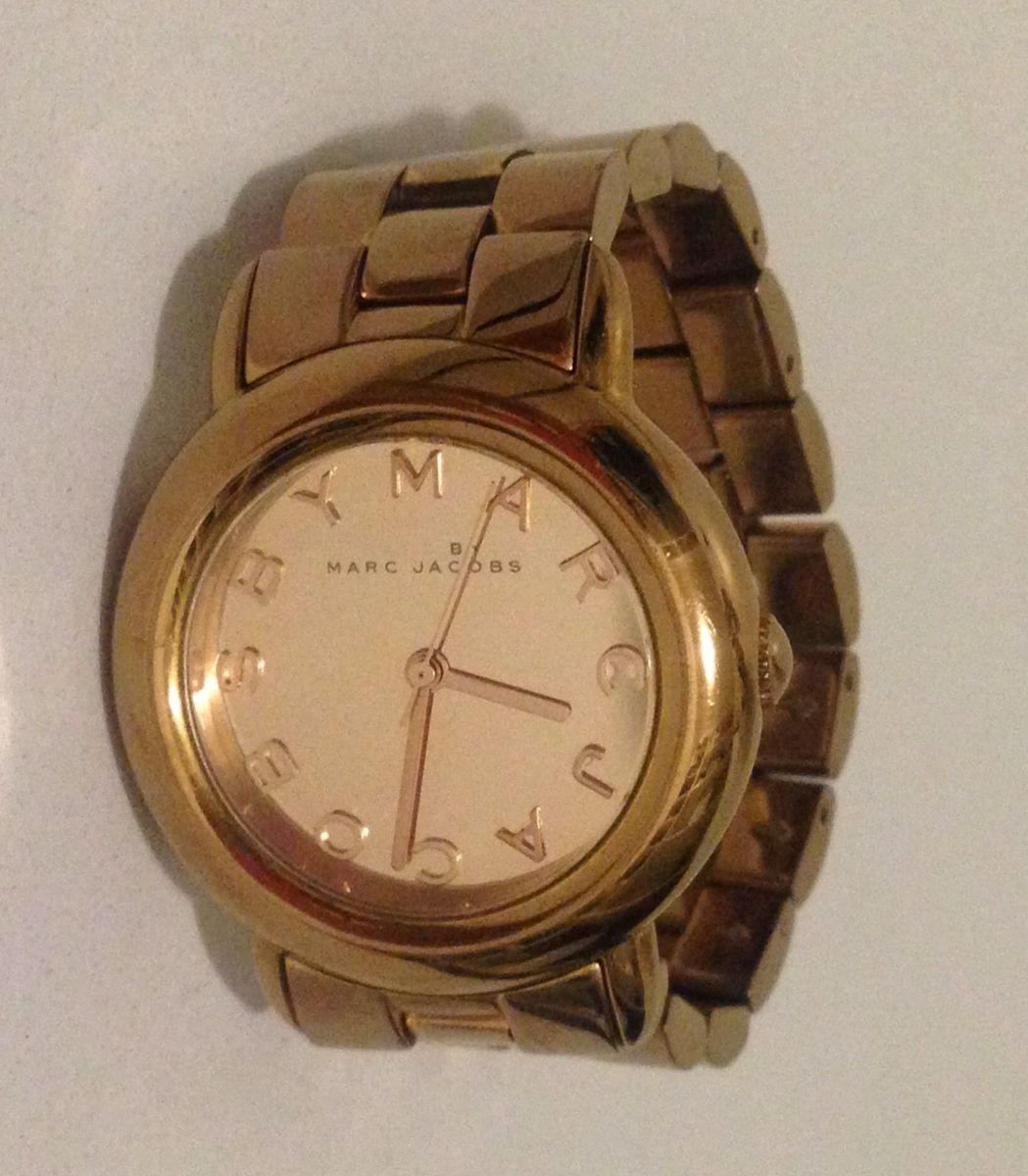5a859fb96b6 relógio marc jacobs rosé - relógios marc jacobs.  Czm6ly9wag90b3muzw5qb2vplmnvbs5ici9wcm9kdwn0cy81mjaznte5lzewm2vkodvmmtmyownkm2zlmjk3odllmjdjmjy3m2iylmpwzw  ...