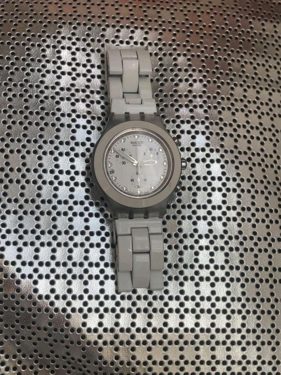 c31a9f432e8 relógio swatch blooded branco - relógios swatch.  Czm6ly9wag90b3muzw5qb2vplmnvbs5ici9wcm9kdwn0cy81njc3oty0lziwzwnimgjlzmi0nzeyyjziotewzdawmmu5y2uwzmq1lmpwzw  ...