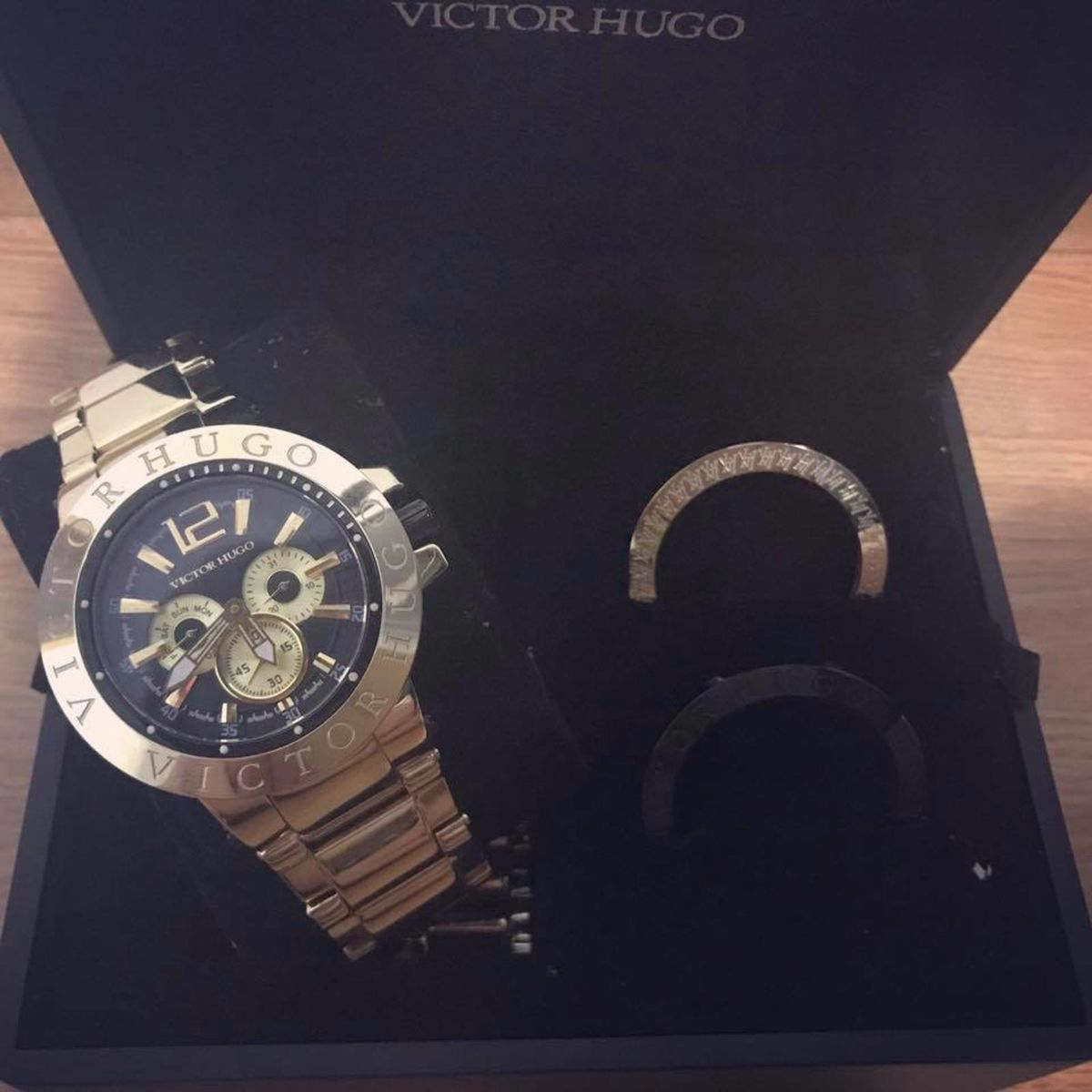 cb1ba0c1410 Relógio Victor Hugo.