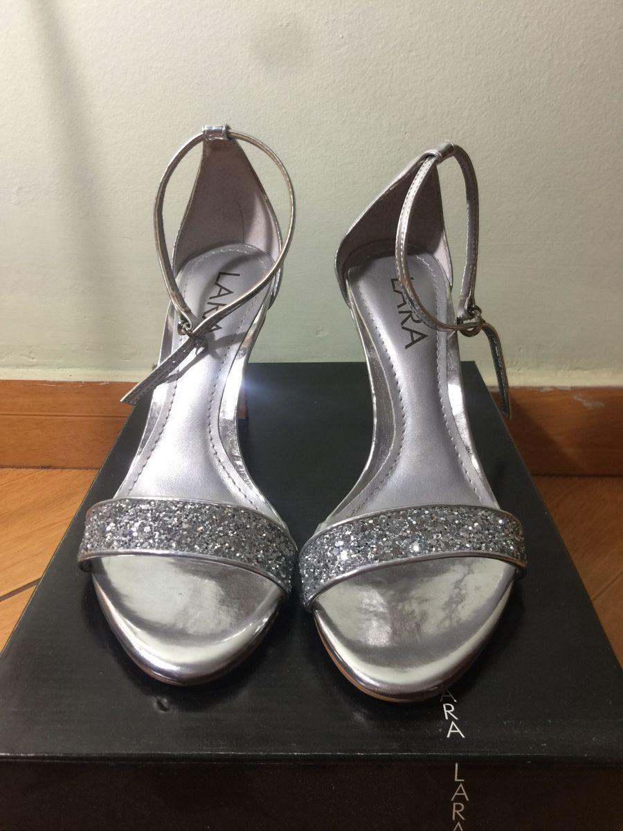 dbeae61dc salto prata lara - sandálias lara-costa.  Czm6ly9wag90b3muzw5qb2vplmnvbs5ici9wcm9kdwn0cy85odu5ntk5lzjiyzm0y2i0ytgyzwiwytzjmta3yzg0otcxn2rmm2eylmpwzw  ...