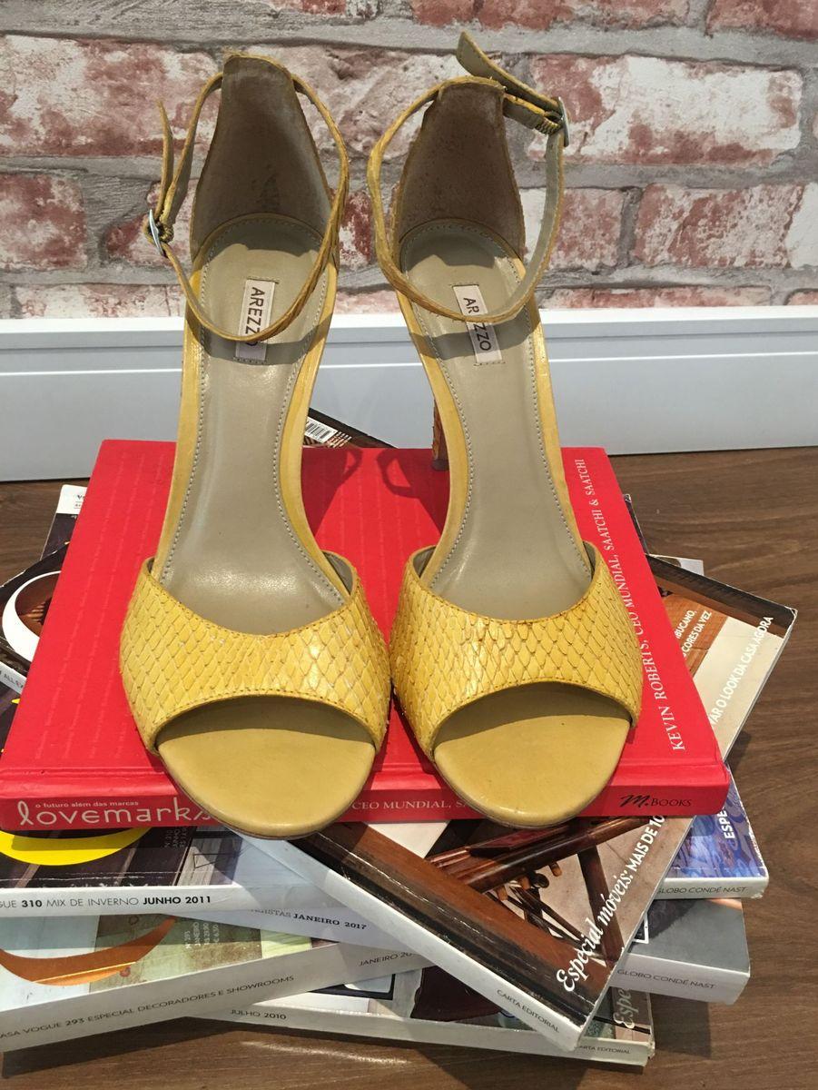 73b955a852 sandália amarela arezzo - sandálias arezzo.  Czm6ly9wag90b3muzw5qb2vplmnvbs5ici9wcm9kdwn0cy82mjiymc85mjlindgym2y3nwy0mgjjyzcxmgezn2i5mjcyztmyyy5qcgc  ...