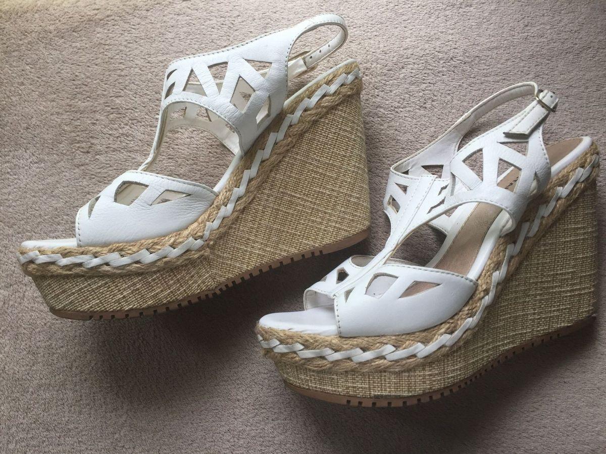 50bad7c6b1 sandalia branca salto anabela - sandálias pontal.  Czm6ly9wag90b3muzw5qb2vplmnvbs5ici9wcm9kdwn0cy81nzu3mjy0lze2ytgwzdi5mte5nwrkogi0m2ziztbkmgewmwiyymeylmpwzw