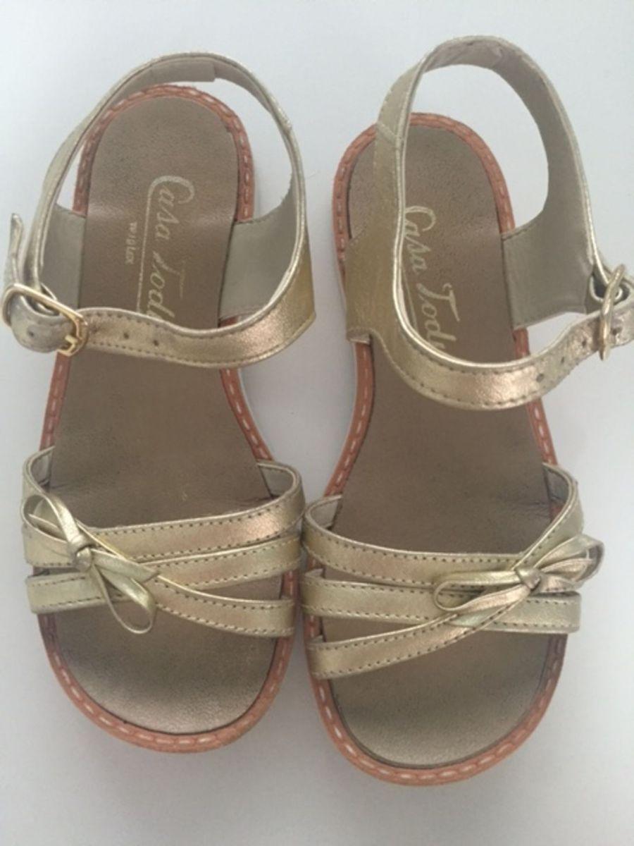 59f4d90e1 sandália dourada - casa tody - menina casa tody.  Czm6ly9wag90b3muzw5qb2vplmnvbs5ici9wcm9kdwn0cy81ndiwmzazlzg0mjkyytm4zje1otlhzjlkmzgznmiyy2q4mgi4ytq0lmpwzw