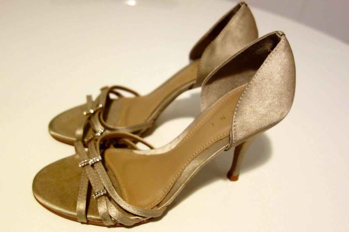 ca85b07ca2 sandália festa prata velho - sandálias ferni.  Czm6ly9wag90b3muzw5qb2vplmnvbs5ici9wcm9kdwn0cy83ndmzodivntk4ogyxnjlmmzm3ogrmyzvjzjhlntq5zgu0oduyzmmuanbn  ...