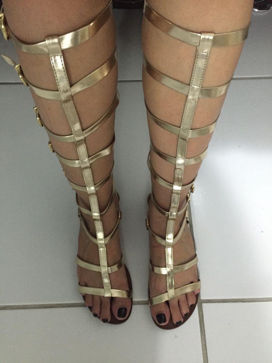 03ec3f3ed9 sandália gladiadora dourada schutz - sandálias schutz